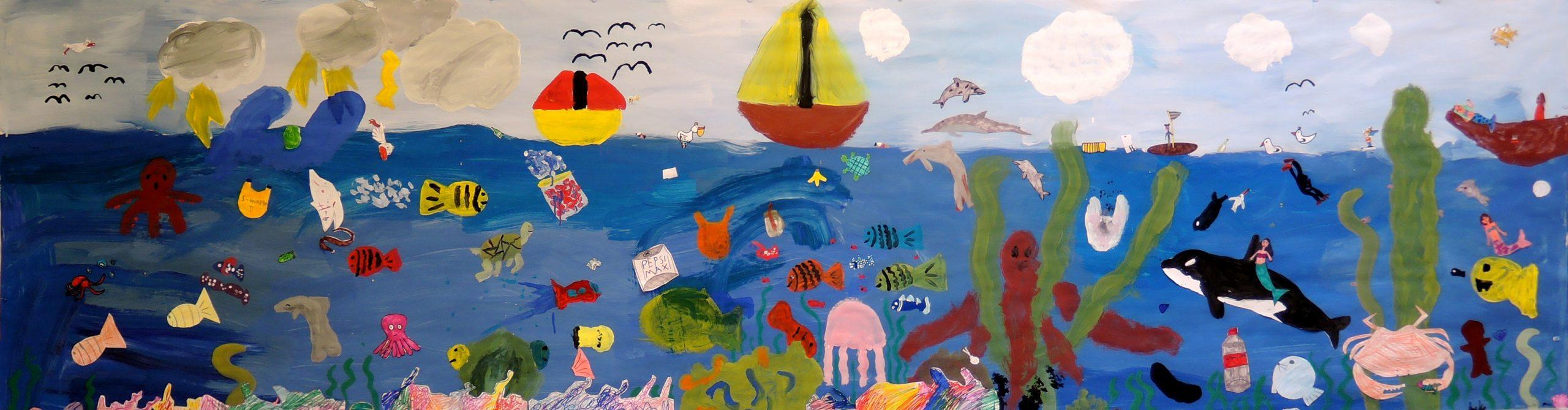 kuviskoululaisten maalaus merestä